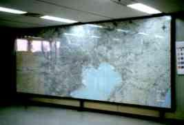 地図と鉄板を入れマグネットも使用出来るFRP封入板