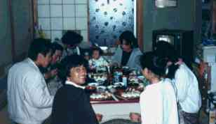 食事は看板屋家族と一緒